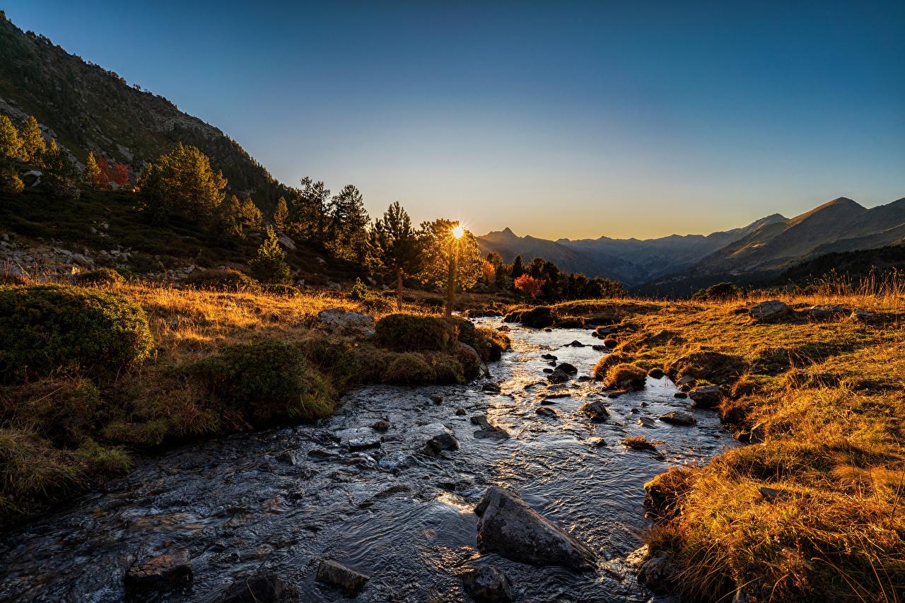 Фотографии Андорра Sorteny, Pyrenees Горы Осень Природа рассвет и закат Реки Камни гора осенние Рассветы и закаты река речка Камень