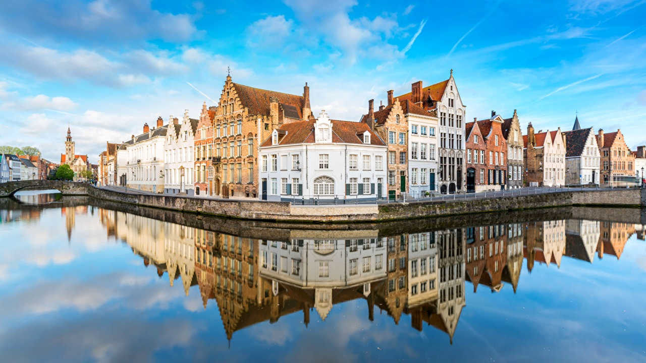 Фото Города Брюгге Бельгия Панорама Водный канал Здания Отражение город панорамная Дома отражении отражается