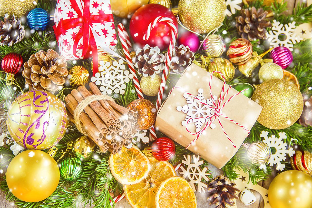 Картинка Рождество Корица Подарки Шишки Шарики Новый год Шар