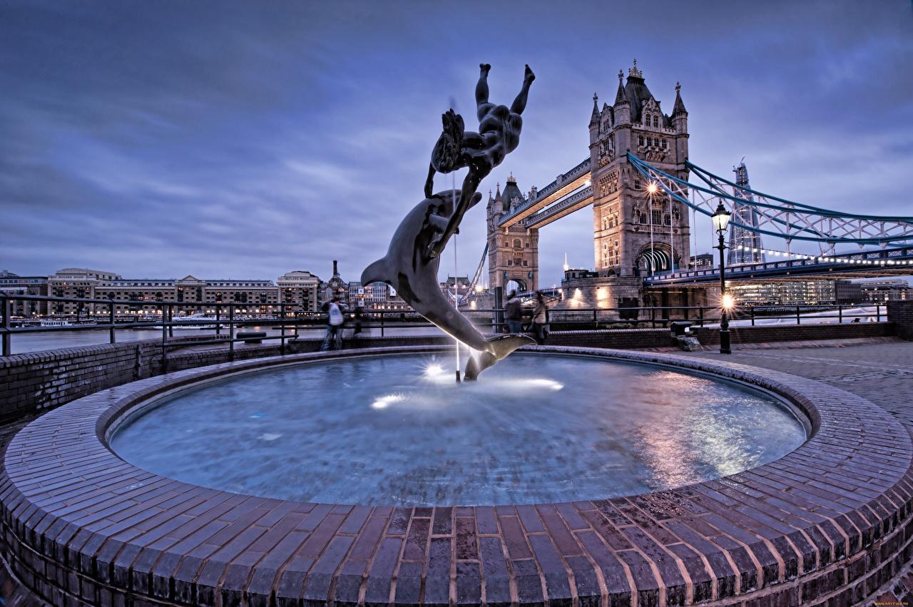 Картинки лондоне Дельфины Англия Фонтаны Tower Bridge Уличные фонари Города Лондон город