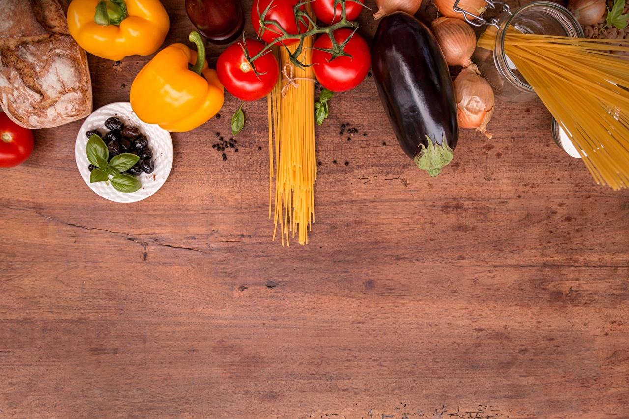 Фото Томаты Макароны Баклажан Лук репчатый Еда Перец Помидоры Пища Продукты питания