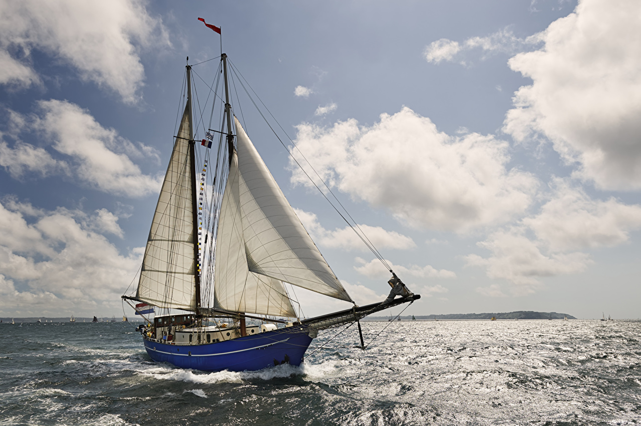 Картинка Море Небо Яхта Парусные Облака