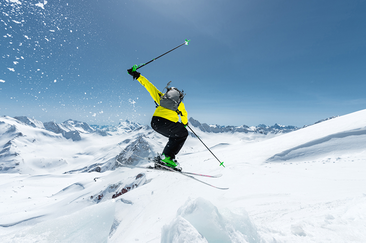 Обои для рабочего стола Зима спортивный снегу Прыжок Лыжный спорт Спорт зимние спортивные спортивная Снег снега снеге прыгает прыгать в прыжке