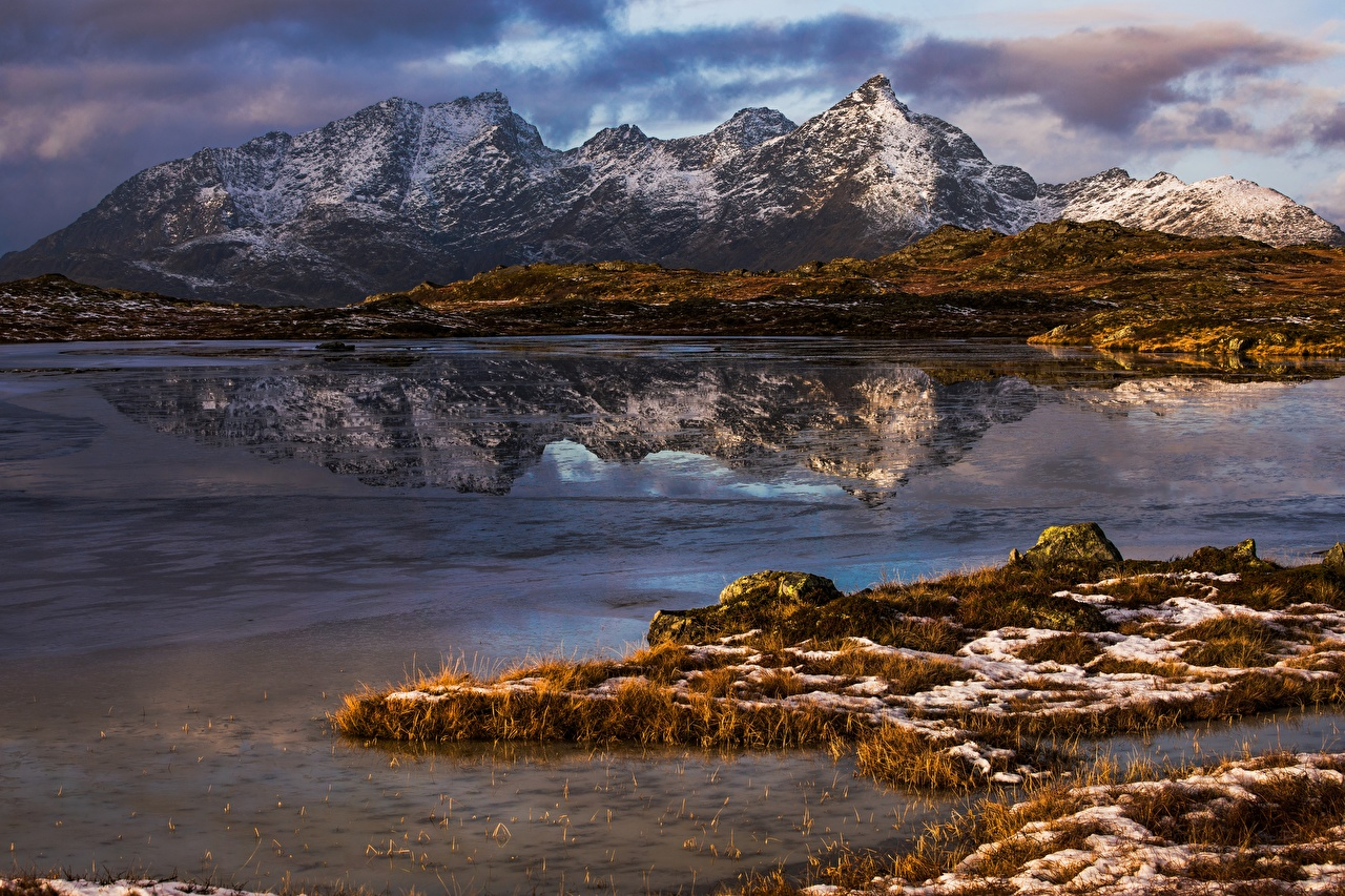 Фотография Лофотенские острова Норвегия Justadtinden Горы Природа Отражение гора отражении отражается