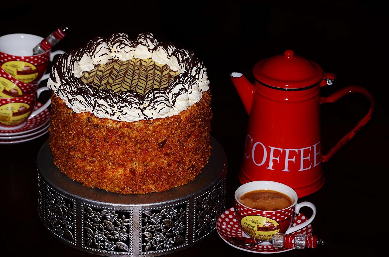 Фото Кофе Торты Чайник чашке Продукты питания Сладости Черный фон Еда Пища Чашка