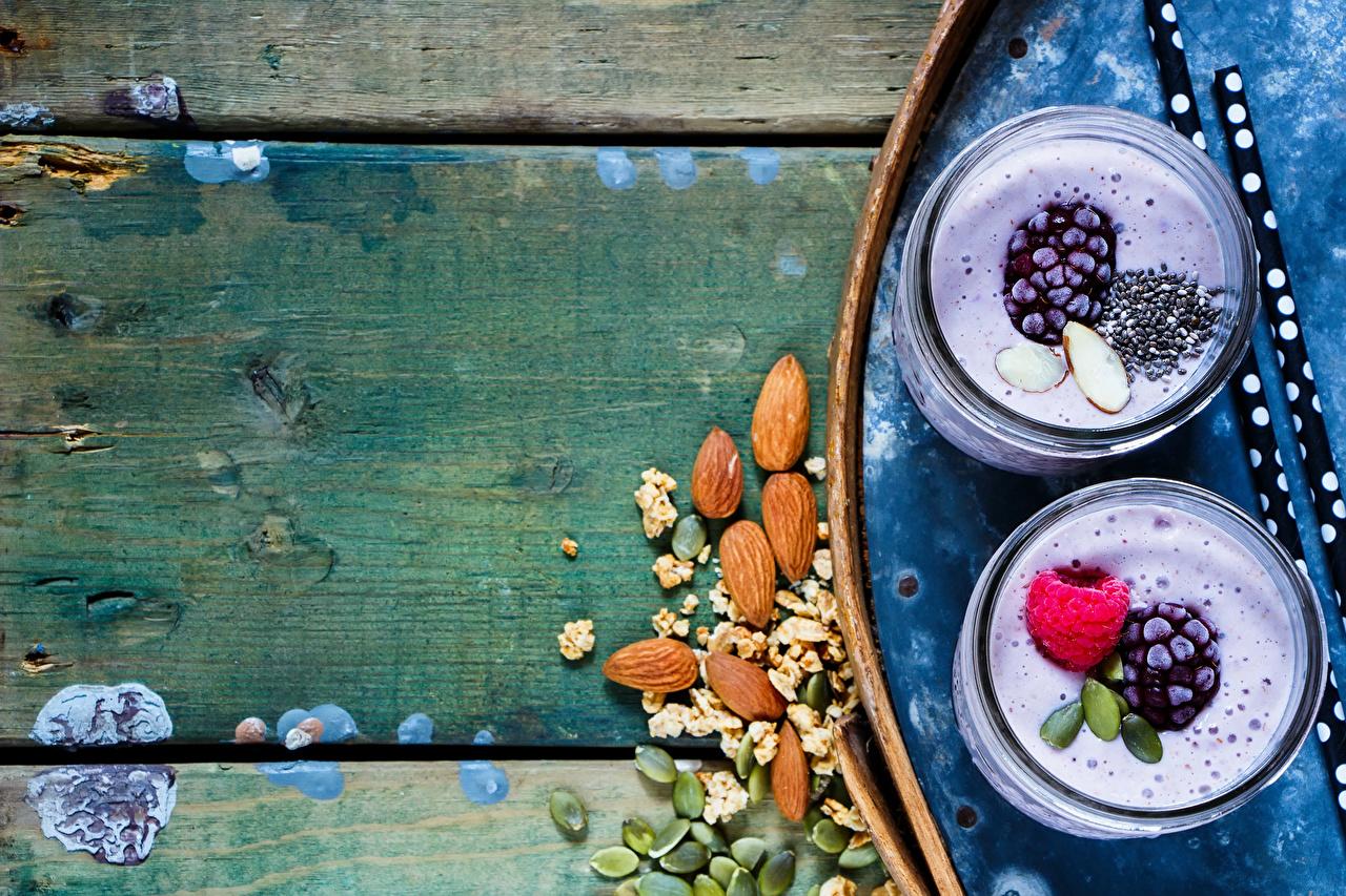 Картинка 2 Йогурт Стакан Малина Ежевика Продукты питания Орехи Доски Двое вдвоем Еда Пища