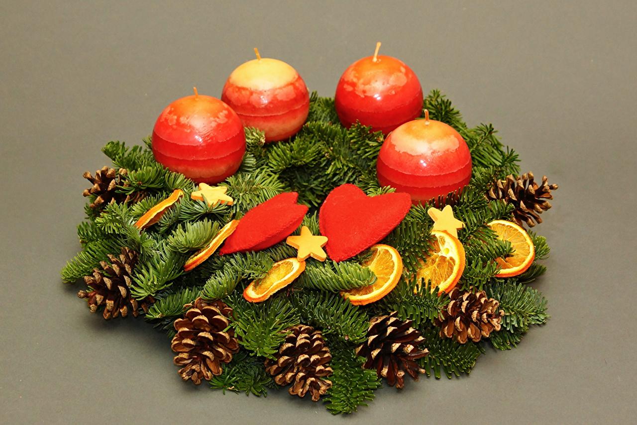 Фотографии Новый год Сердце Свечи шишка на ветке Цветной фон Рождество серце сердца сердечко Шишки Ветки ветка ветвь