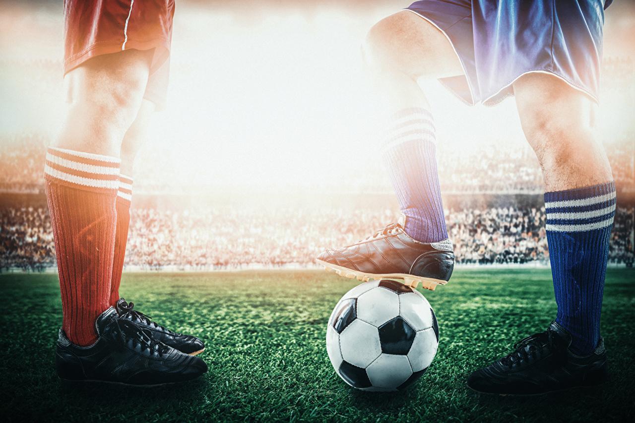 Фото Футбол Кроссовки спортивные Ноги Мяч Спорт спортивный спортивная кроссовках ног Мячик