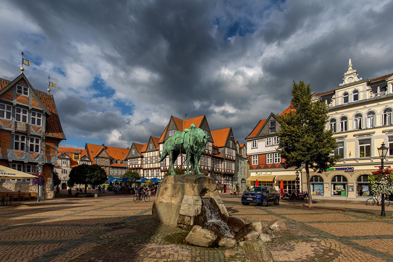 Обои для рабочего стола Германия Памятники Городская площадь Wolfenbüttel Здания Облака Города городской площади Дома город облако облачно