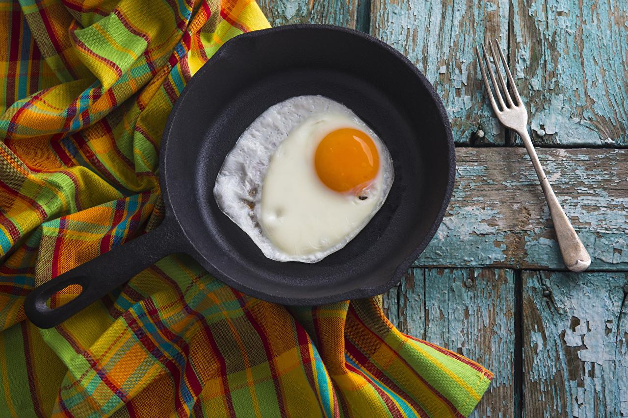 Картинка яичницы Сковородка Пища Вилка столовая Доски Яичница глазунья сковороде сковорода Еда вилки Продукты питания