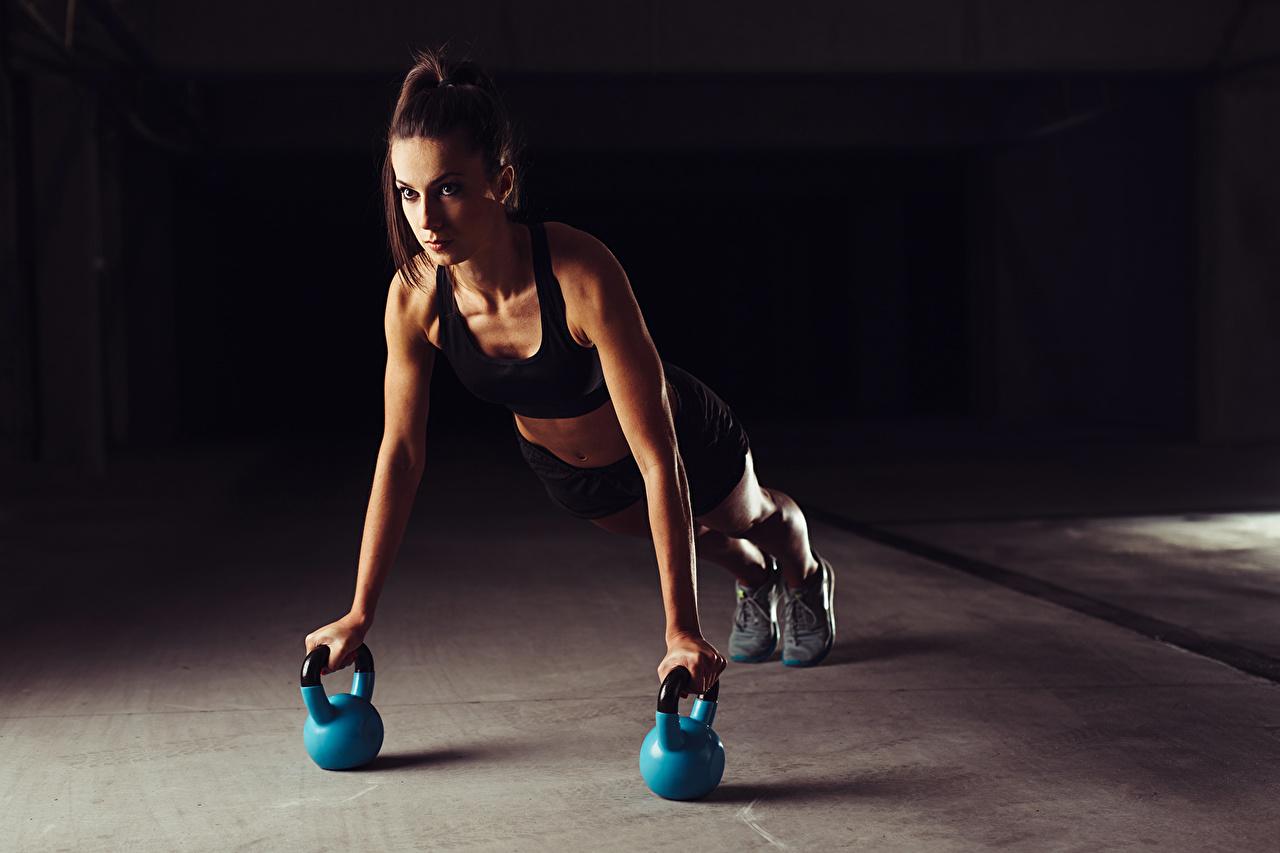 Картинка Отжимание Физические упражнения pushups sportswear Фитнес Спорт Девушки Тренировка