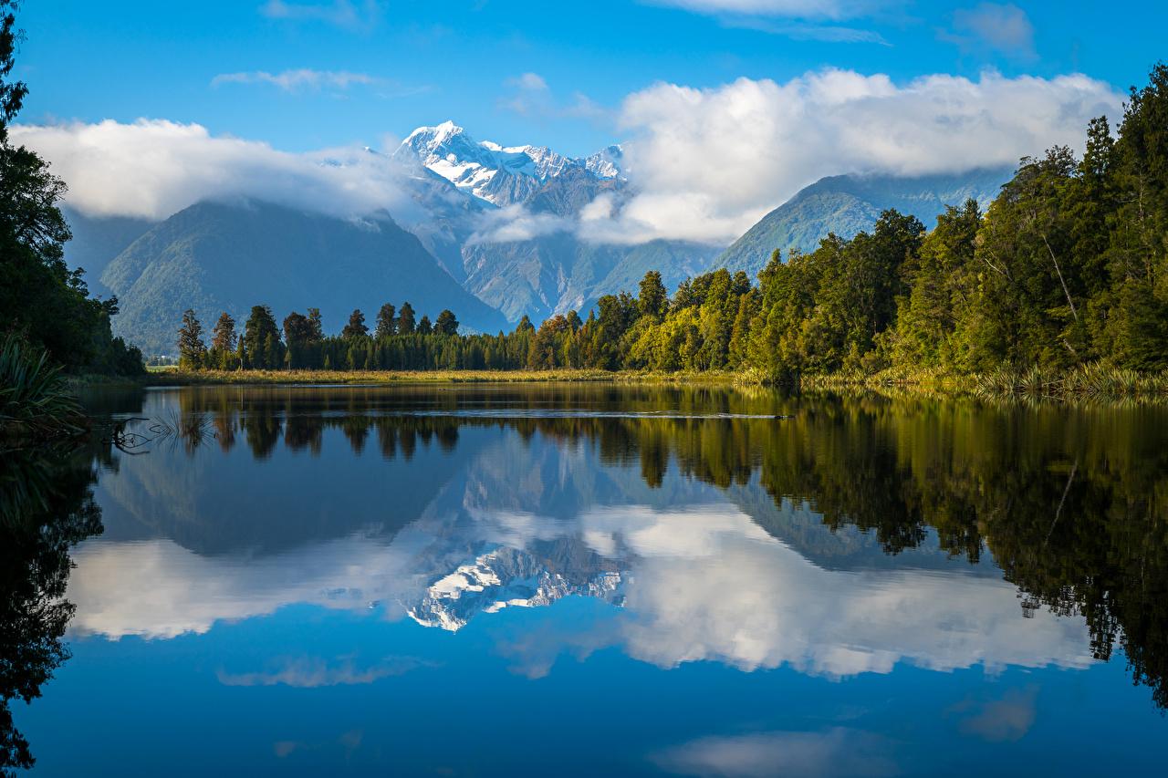 Фотографии Новая Зеландия Lake Matheson Горы Природа Леса Озеро Пейзаж Облака облако облачно