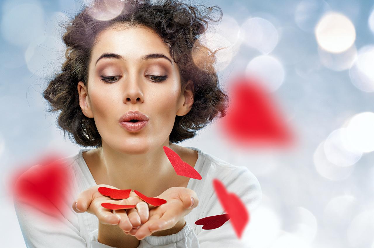 Фото День святого Валентина Шатенка сердечко девушка рука День всех влюблённых шатенки серце Сердце сердца Девушки молодая женщина молодые женщины Руки