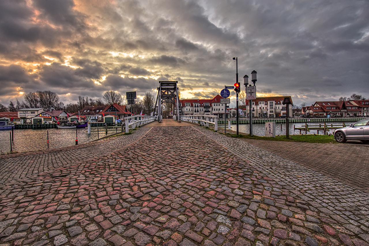 Фотография Германия Greifswald Мосты Реки Вечер Уличные фонари Дома город мост река речка Города Здания