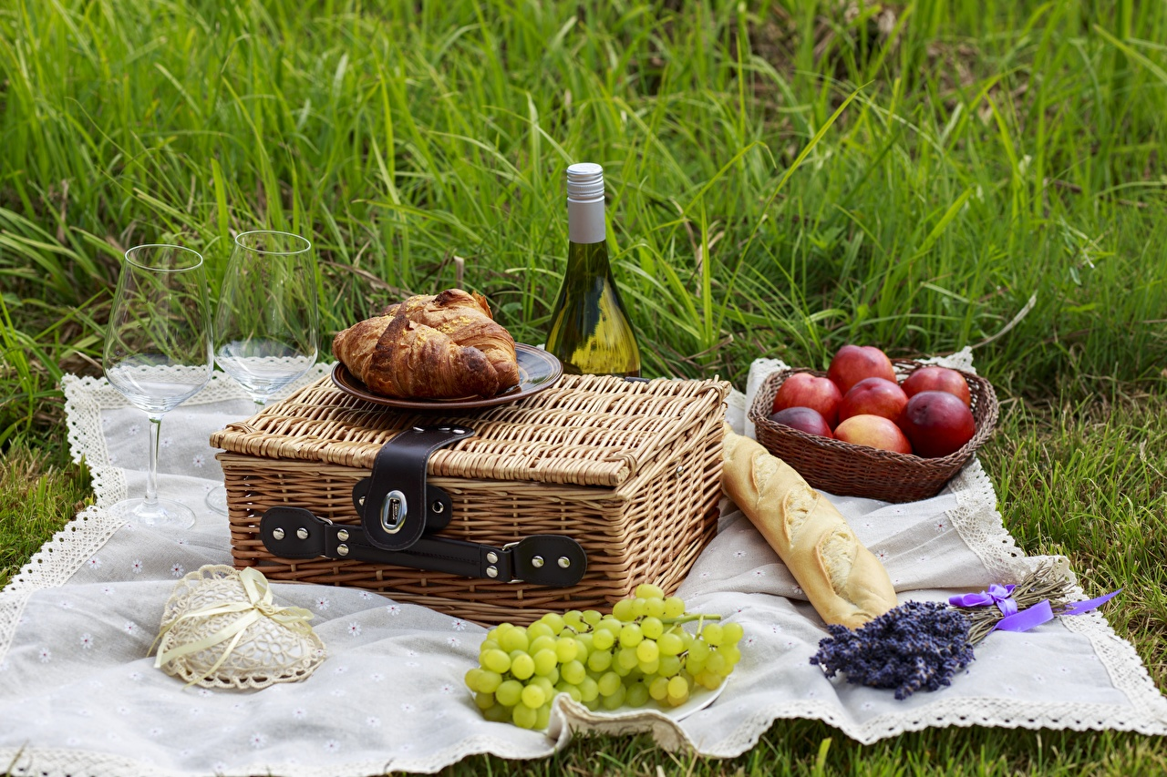 Картинка Пикник Вино Хлеб бокал Фрукты Продукты питания пикнике Еда Пища Бокалы