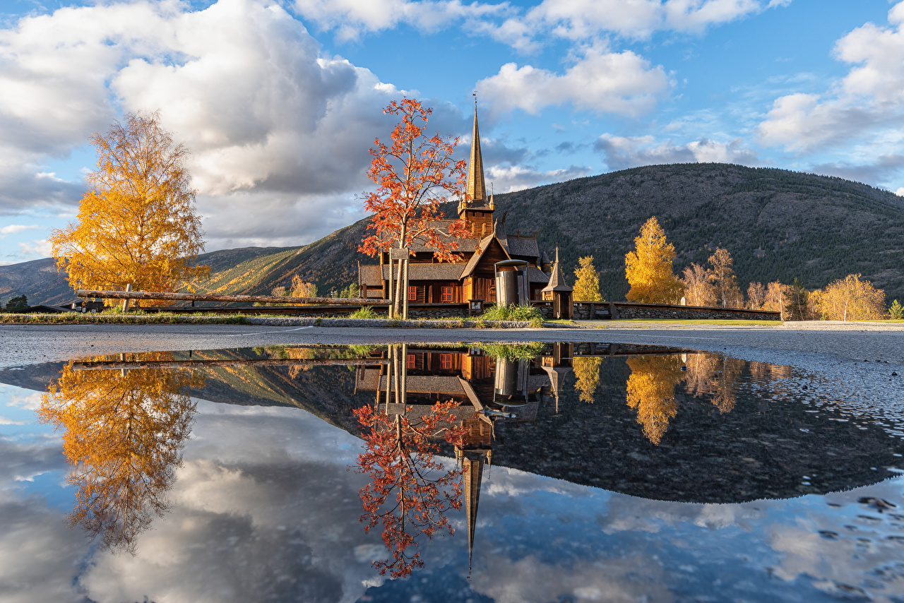 Картинка Церковь Норвегия Vestlandet Горы осенние Природа Отражение облачно гора Осень отражении отражается Облака облако