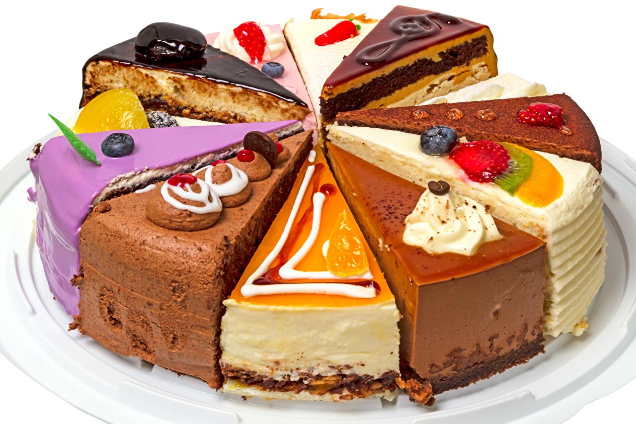 Фото Торты Кусок Ягоды Продукты питания Сладости Пирожное Белый фон часть Еда Пища