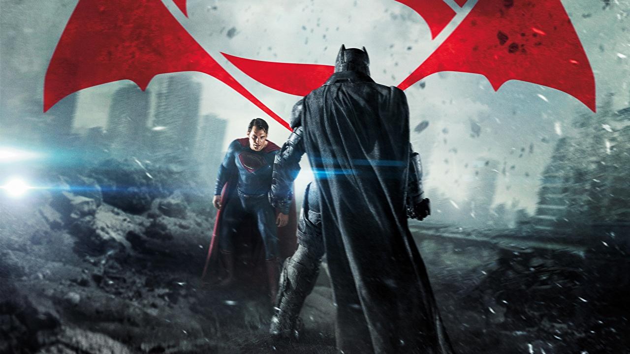 Обои для рабочего стола Бэтмен против Супермена: На заре справедливости Henry Cavill Бен Аффлек Бэтмен герой Супермен герой Мужчины вдвоем кино Плащ Знаменитости Генри Кавилл мужчина 2 два две Двое Фильмы плаще плащом
