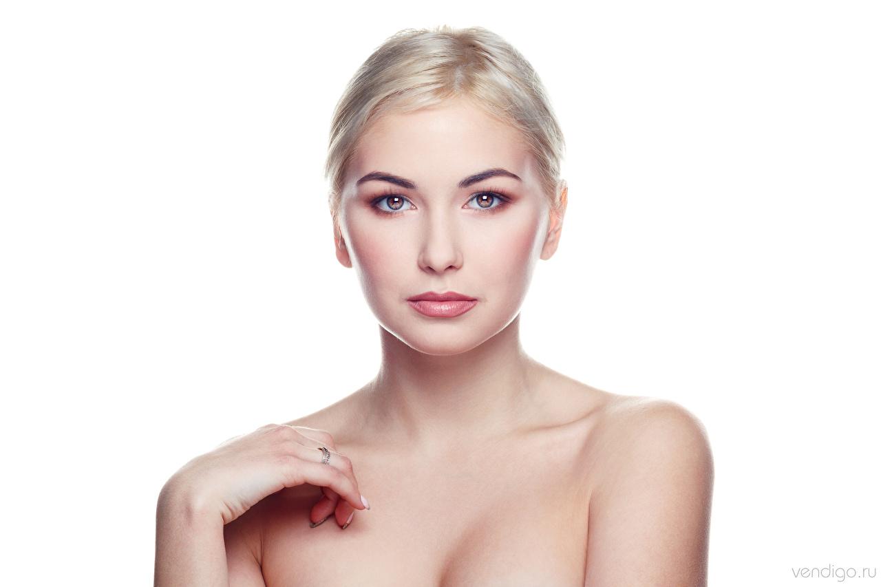 Фото блондинки Kristina, Evgeniy Bulatov молодые женщины Взгляд белом фоне Блондинка блондинок девушка Девушки молодая женщина смотрит смотрят Белый фон белым фоном