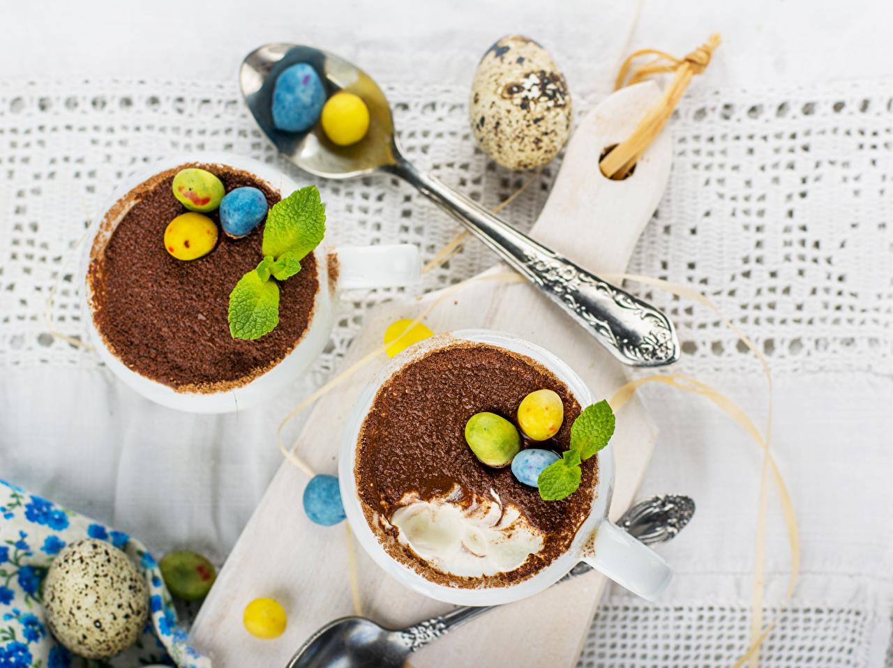Обои для рабочего стола Пасха лист яиц Шоколад Ложка разделочной доске Напитки Листья Листва яйцо Яйца яйцами ложки Разделочная доска напиток