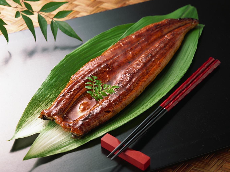 Фотографии Листва Рыба Еда Палочки для еды лист Листья Пища Продукты питания
