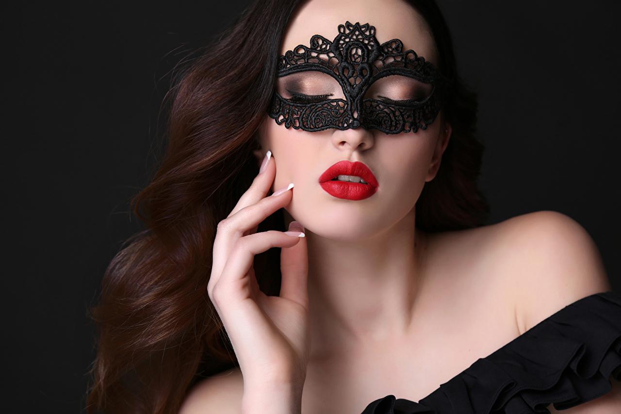 Фотография Шатенка Красивые Девушки Маски Пальцы Черный фон Красные губы