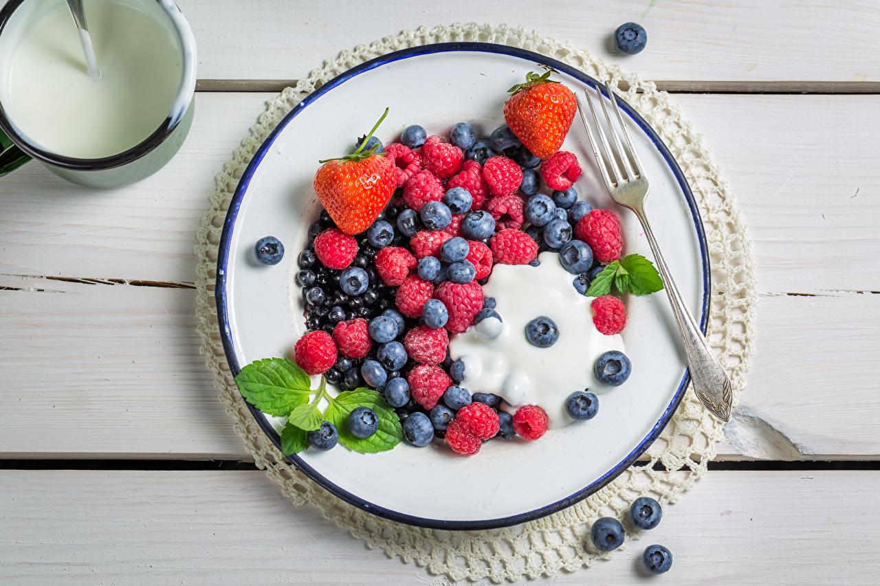 Фото Малина Черника Еда Ягоды Тарелка Пища тарелке Продукты питания