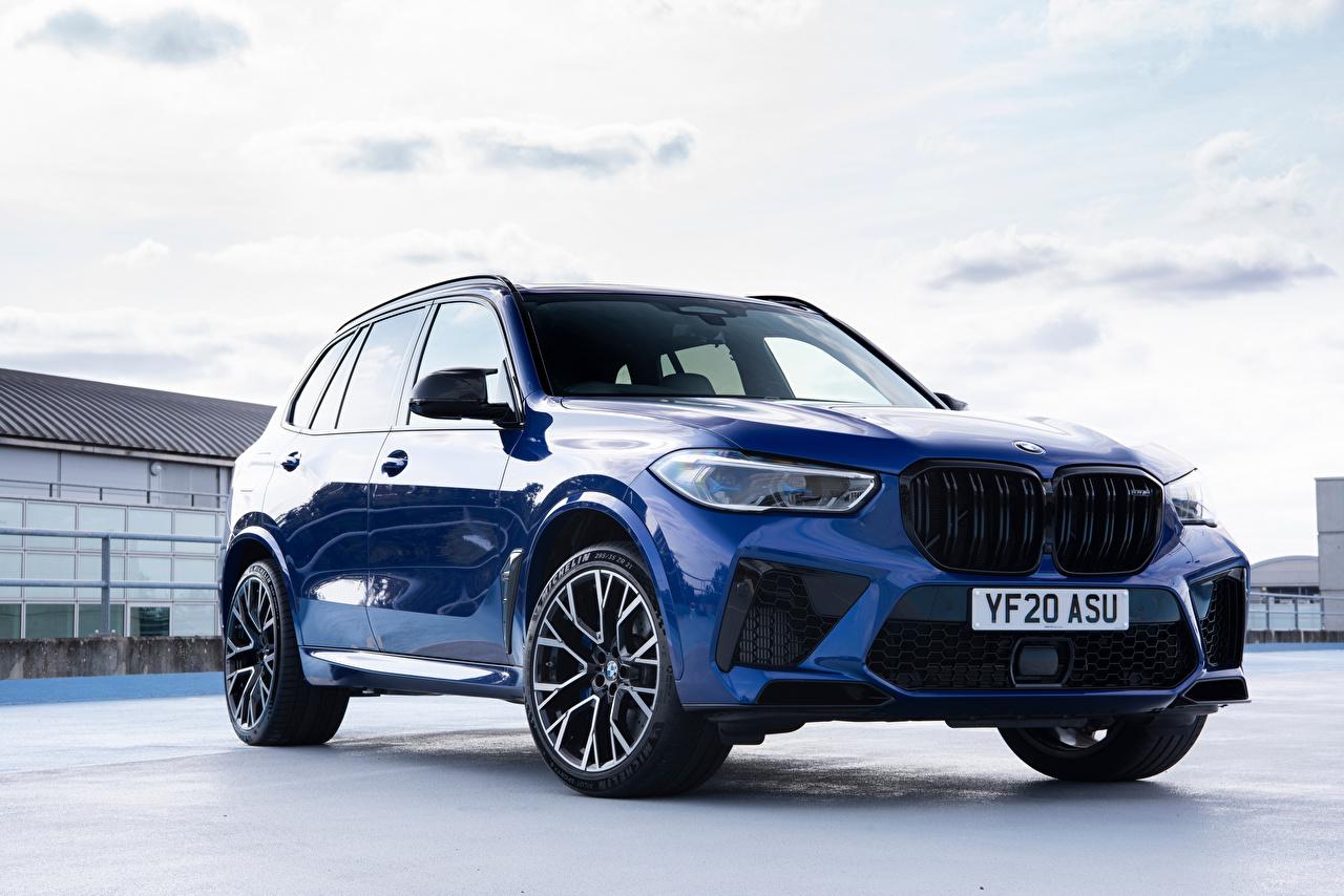 Обои для рабочего стола BMW Кроссовер X5 M Competition UK-spec (F95), 2020 Синий Металлик автомобиль БМВ CUV синяя синие синих авто машины машина Автомобили