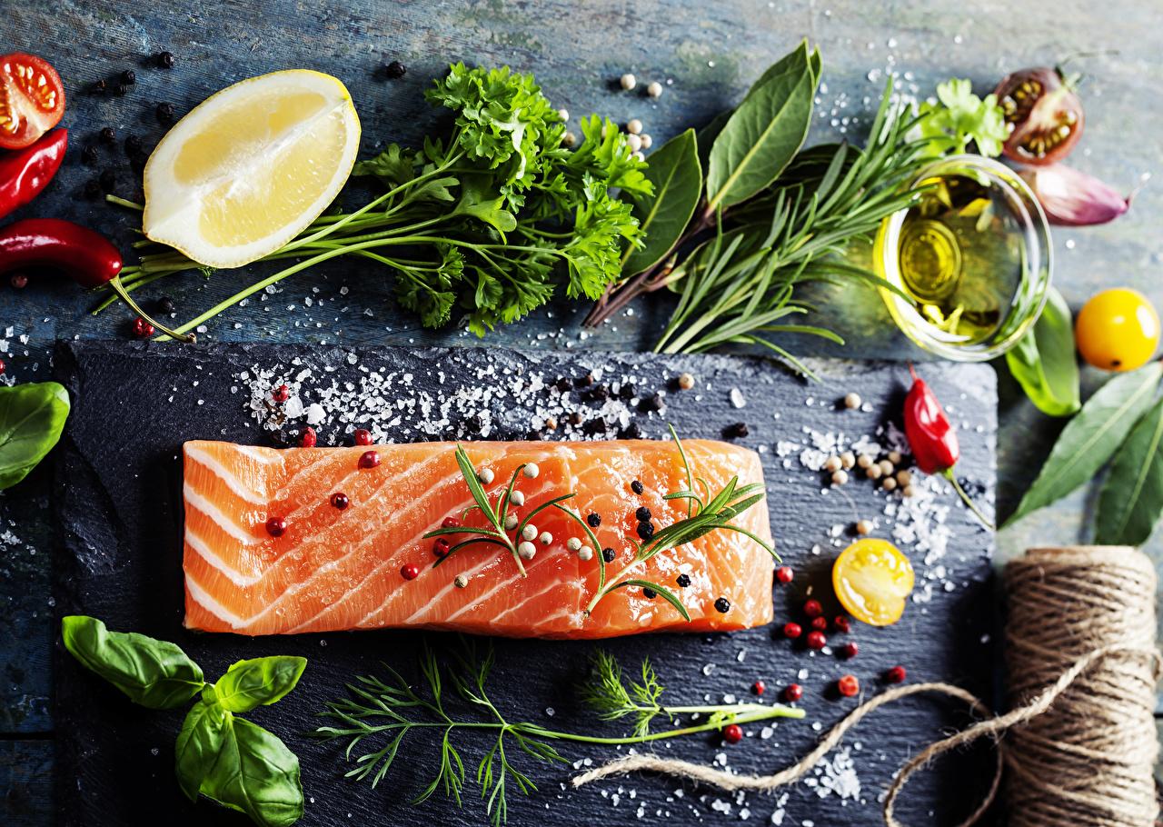 Картинки Перец чёрный Острый перец чили Рыба Укроп солью Лимоны Еда Овощи пряности соли Соль Пища Специи приправы Продукты питания