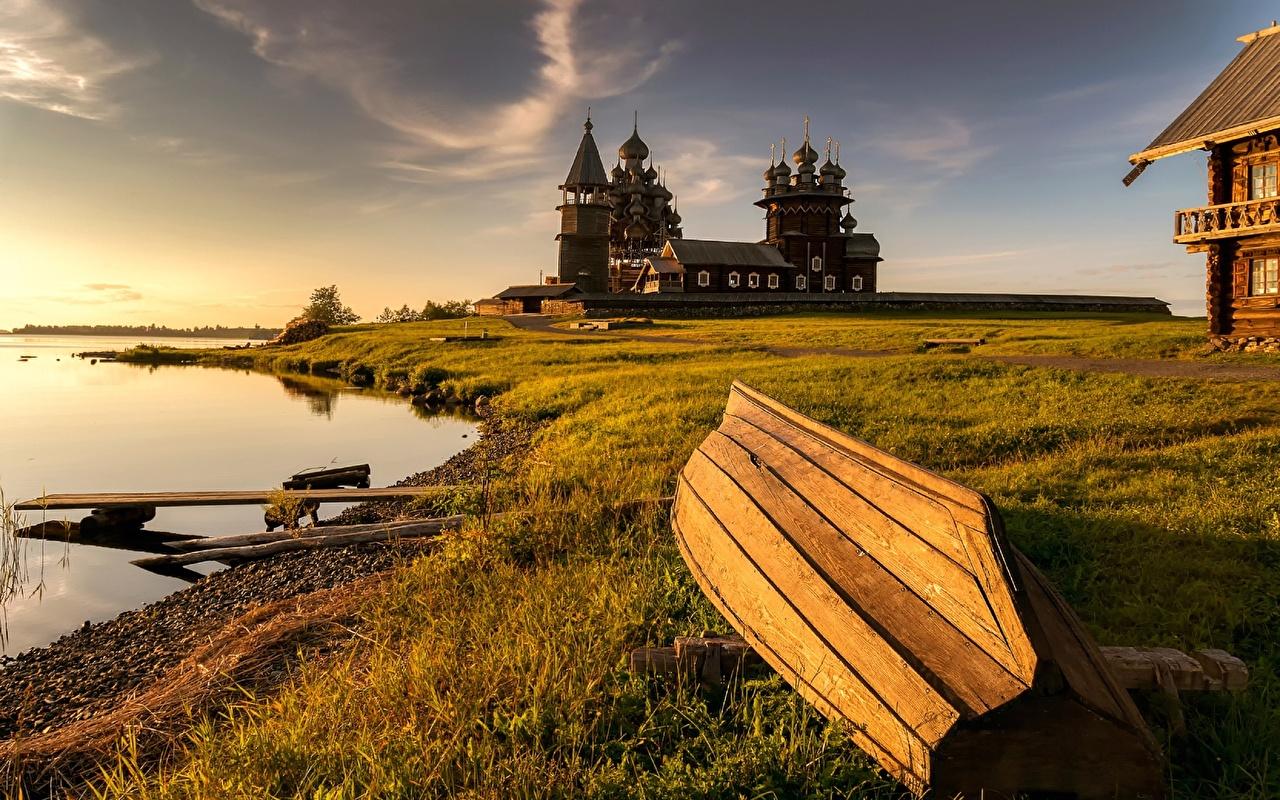 Фотография Церковь Россия Kizhi, lake Onega Природа Лодки Трава Побережье Деревянный берег
