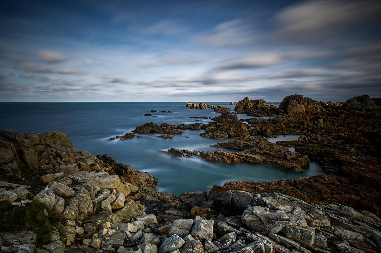 Фото Франция Bretagne скале Природа Камень Побережье Облака Утес Скала скалы берег Камни облако облачно