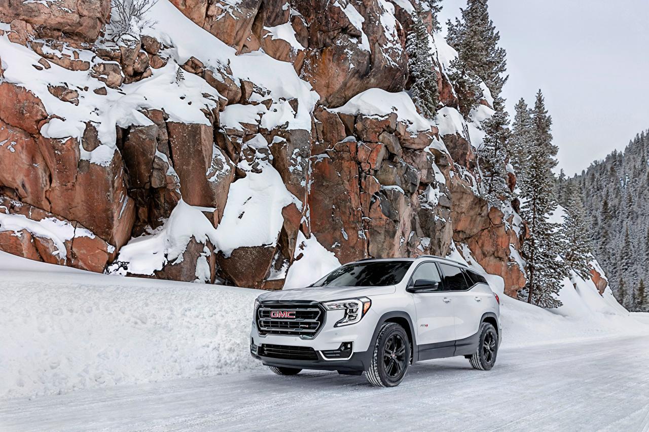 Фотография Дженерал моторс CUV Terrain AT4, 2021 белые скалы снеге Металлик автомобиль GMC Кроссовер Утес белая Белый белых скале Скала Снег снега снегу авто машины машина Автомобили