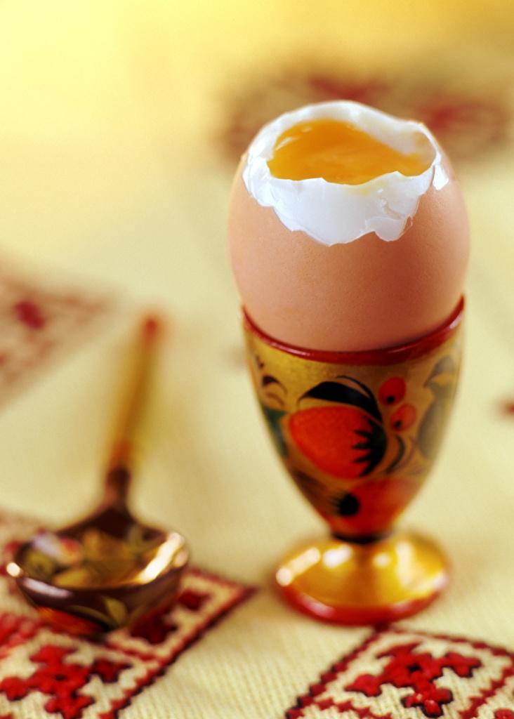Обои для рабочего стола Скатерть Яйца Еда Ложка Крупным планом  для мобильного телефона яиц яйцо яйцами Пища ложки Продукты питания вблизи