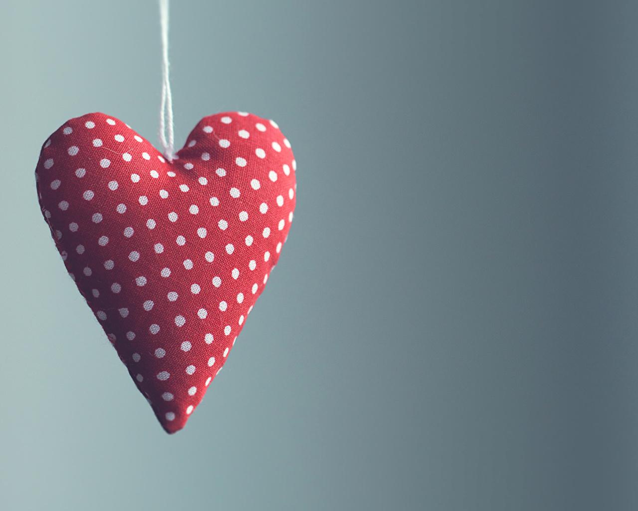 Картинки День святого Валентина сердечко вблизи Цветной фон День всех влюблённых Сердце Крупным планом