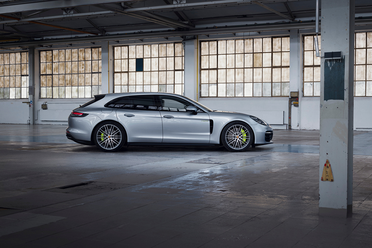 Картинка Porsche Panamera 4 E-Hybrid Sport Turismo, 2020 серебряная Сбоку Металлик Автомобили Порше серебряный Серебристый серебристая авто машины машина автомобиль