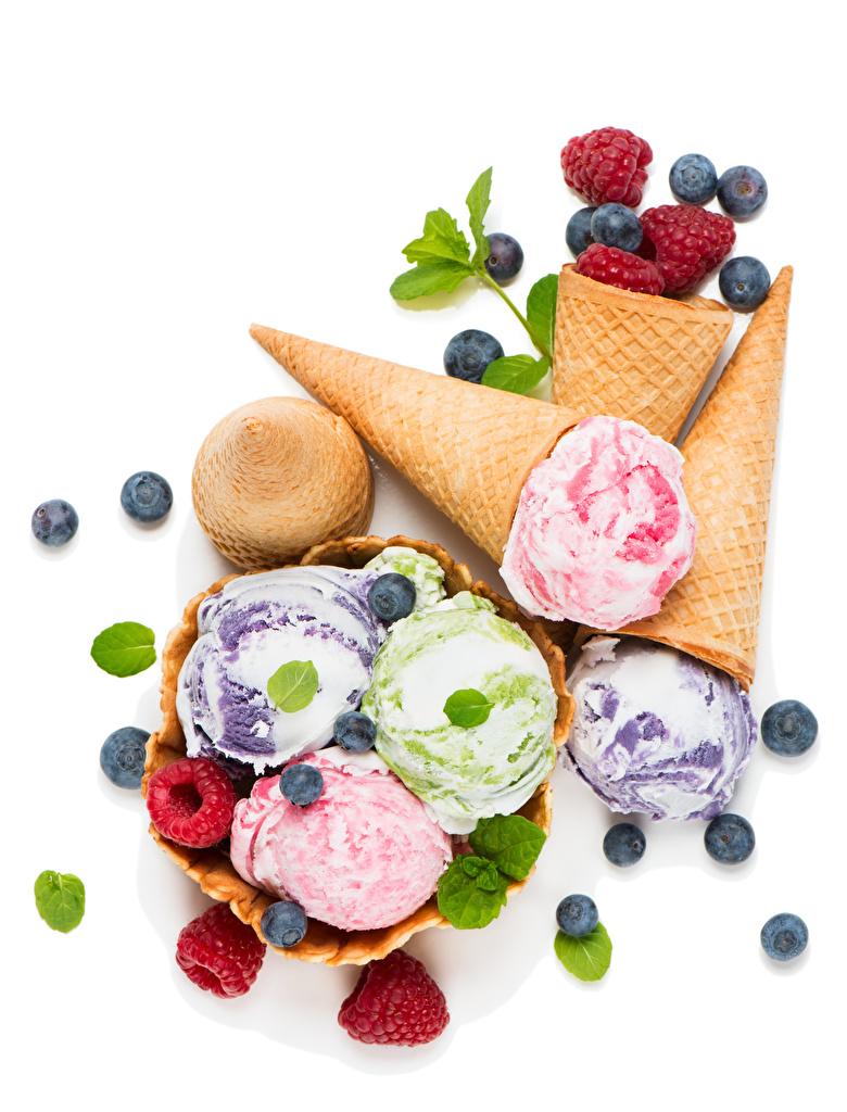 Картинка Мороженое Малина Черника Еда Сладости Белый фон Пища Продукты питания