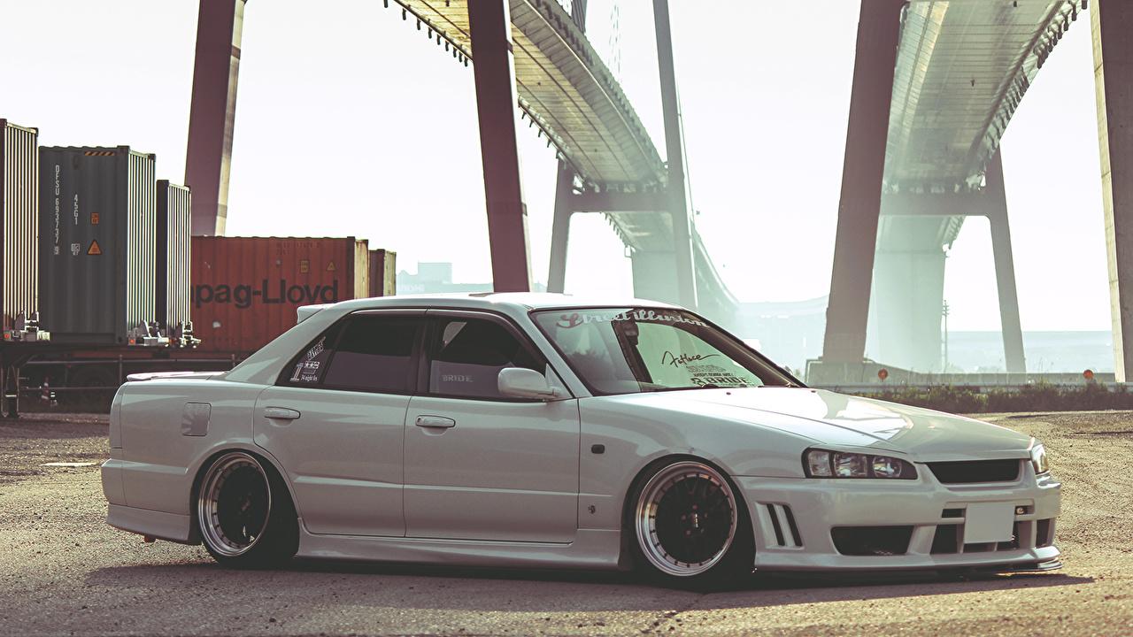 Фотографии Ниссан skyline мост белых Сбоку машины Nissan Мосты белая белые Белый авто машина Автомобили автомобиль