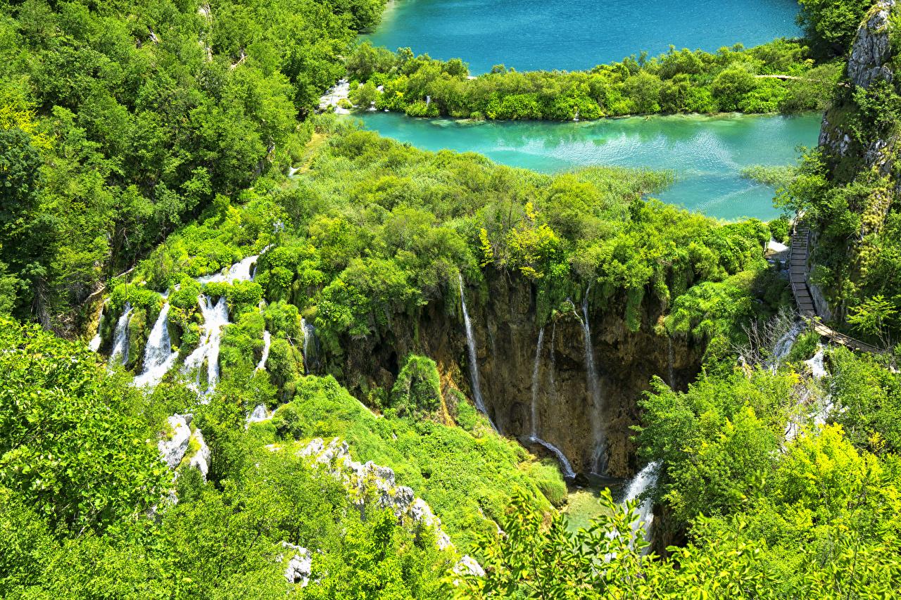 Картинки Хорватия Plitvice Lakes National Park Природа Водопады Озеро Парки Сверху Кусты парк кустов