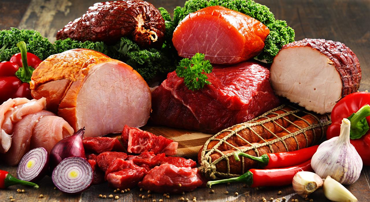 Фотография Колбаса Лук репчатый Чеснок Ветчина Пища Мясные продукты Еда Продукты питания
