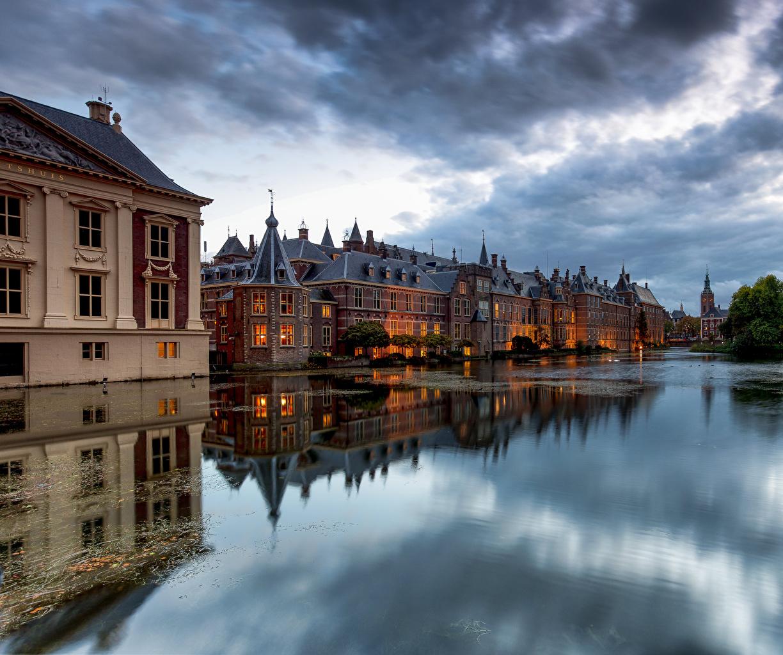 Картинки голландия The Hague Отражение город Здания облако Нидерланды отражении отражается Дома Облака Города облачно