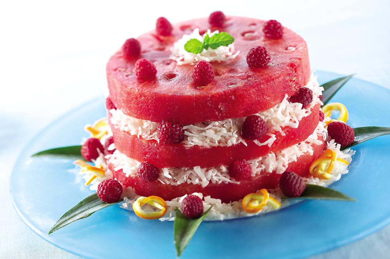 Фото Малина Арбузы Пища тарелке Пирожное Дизайн Еда Тарелка Продукты питания дизайна