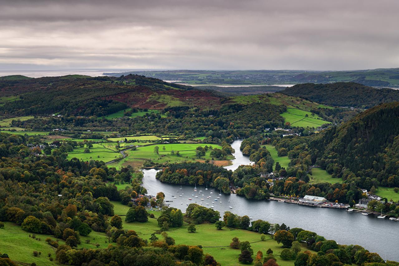 Картинки Англия Lake District, Gummer's How, Lake Windermere Природа холмов Реки Лодки Сверху дерева холм Холмы река речка дерево Деревья деревьев