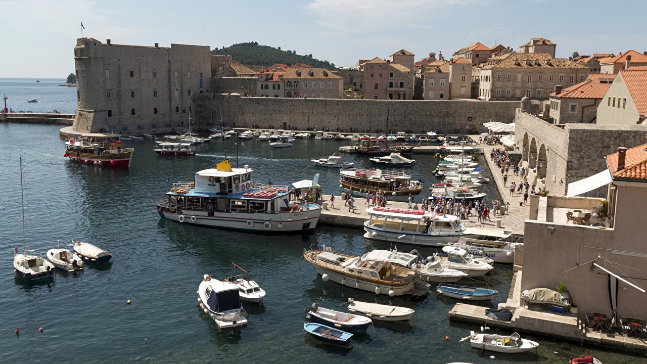 Картинки Дубровник Хорватия Пирсы Лодки залива Катера город Здания Залив заливы Причалы Пристань Дома Города