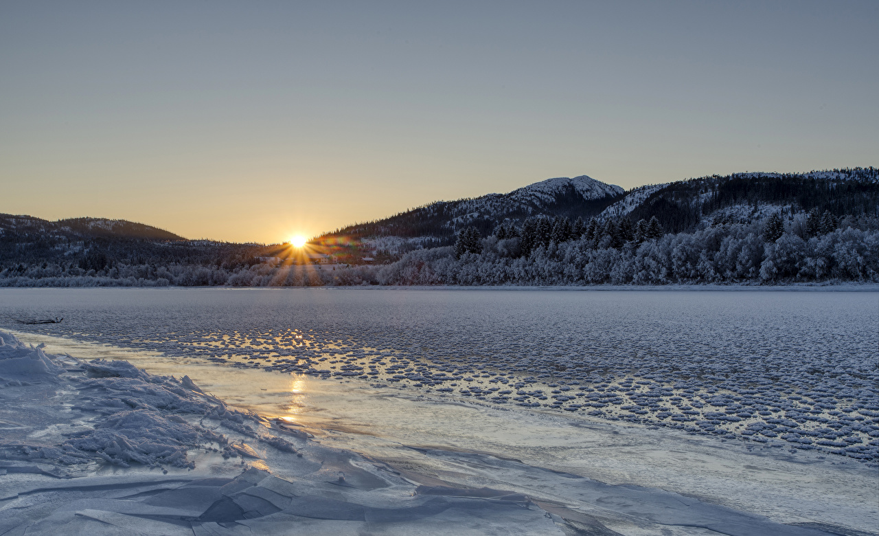 Фотографии Норвегия Namsen river Лед Зима Горы Природа Леса Рассветы и закаты речка зимние Реки