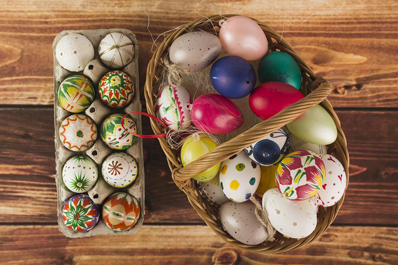 Фотографии Пасха яйцами Корзина Праздники Доски дизайна яиц яйцо Яйца корзины Корзинка Дизайн
