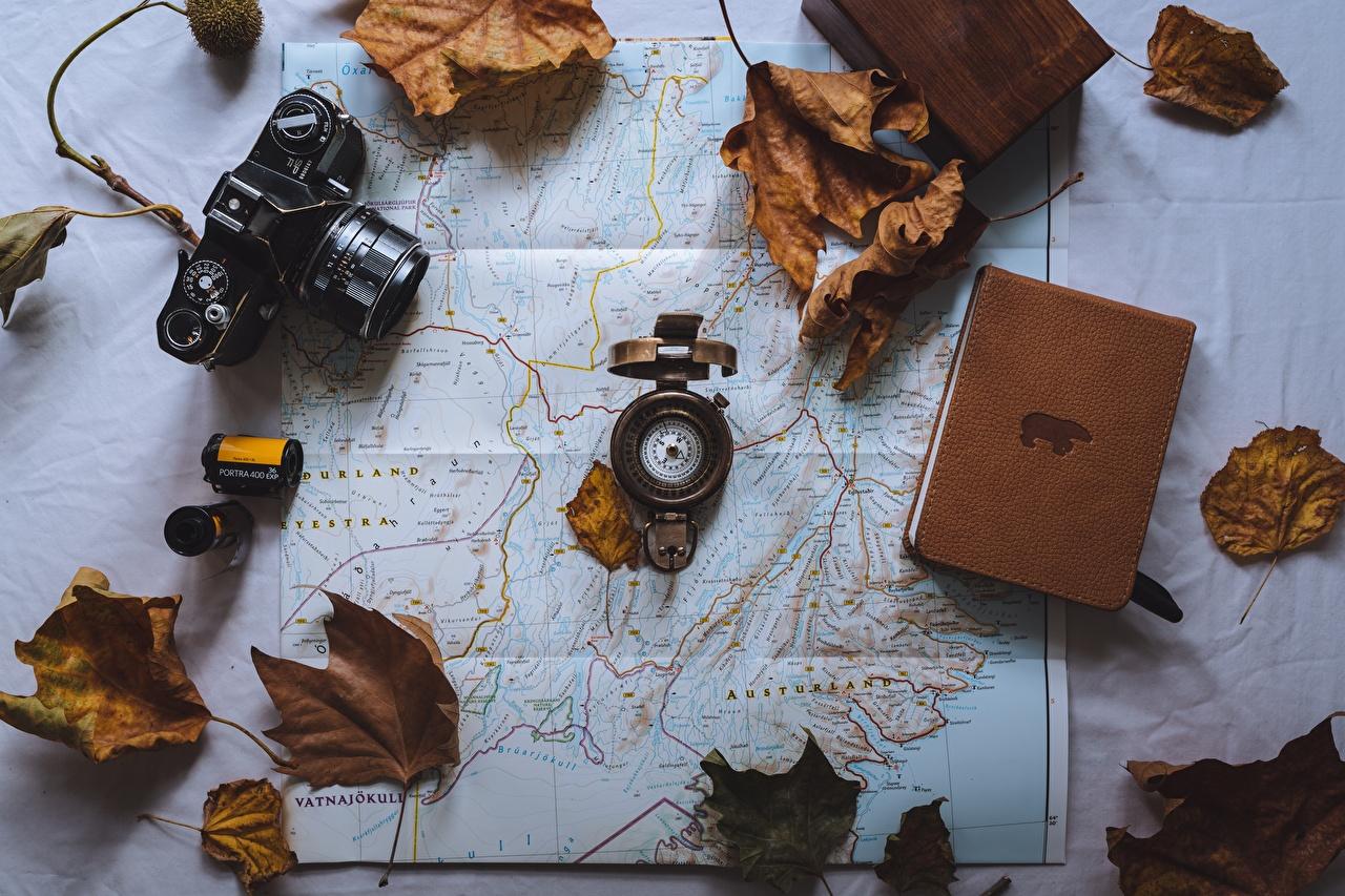 Фотографии Листья Компас фотокамера Книга География лист Листва компаса Фотоаппарат книги