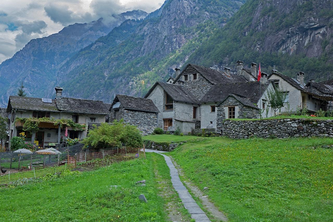 Обои для рабочего стола Швейцария Деревня Ticino, Val Bavona гора тропы Трава Города Здания село поселок Горы Тропа тропинка траве Дома город