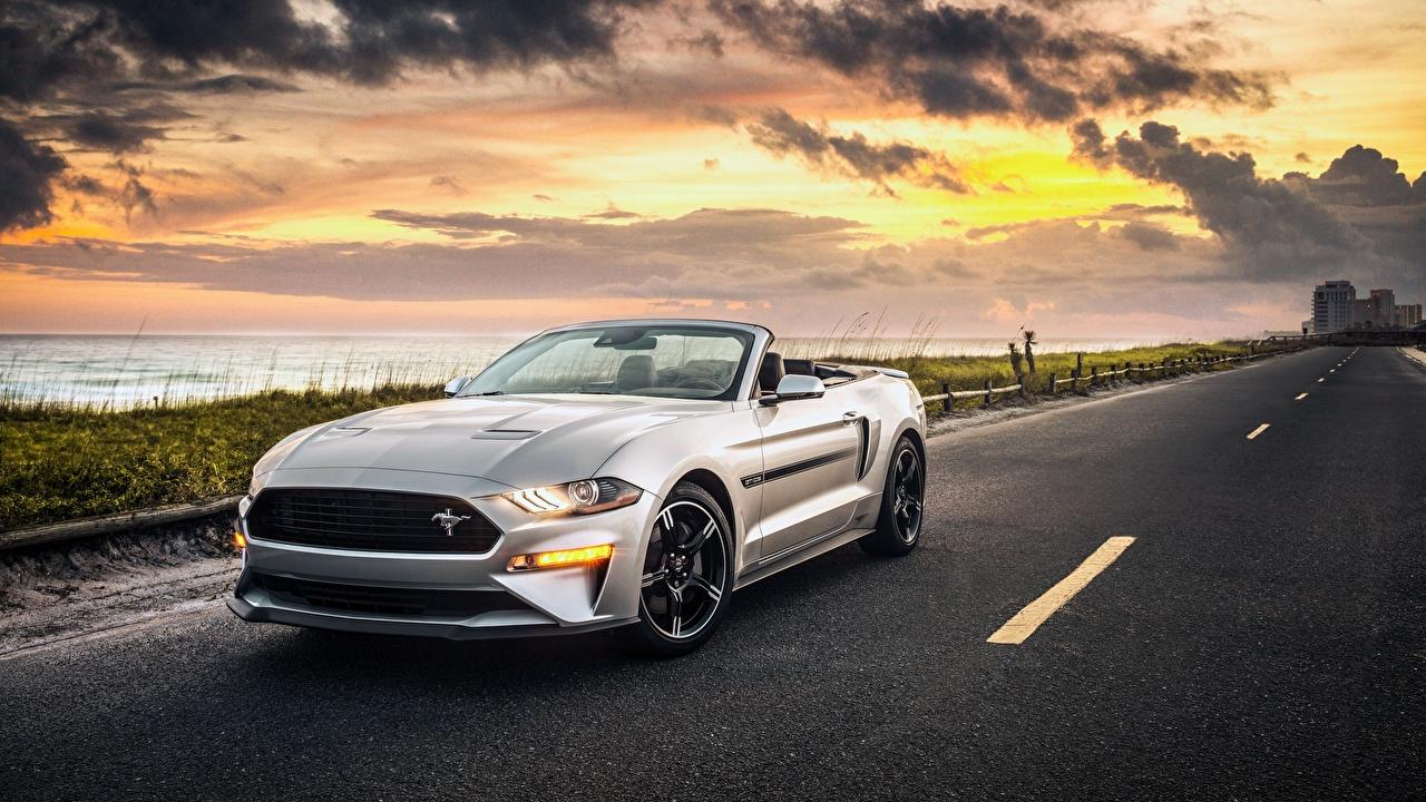 Фотографии Ford 2019 California Convertible Mustang GT Кабриолет Дороги авто Форд кабриолета машина машины Автомобили автомобиль