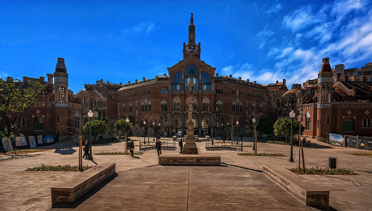 Фотография Барселона Испания Городская площадь храм Уличные фонари Дома Города Скульптуры городской площади Храмы город Здания скульптура