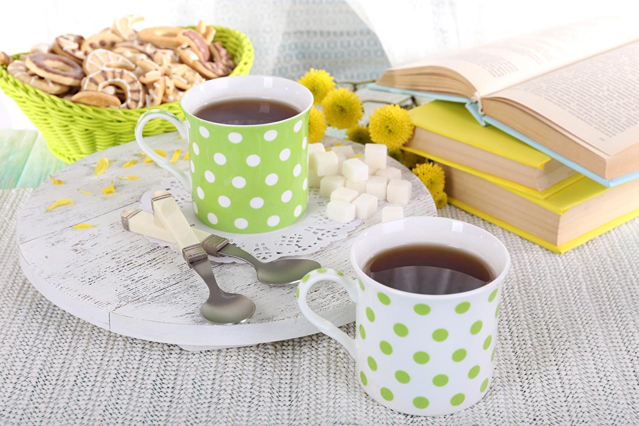 Фотография Чай две сахара Еда книги ложки Чашка Выпечка 2 два Двое Сахар вдвоем Пища чашке Книга Ложка Продукты питания